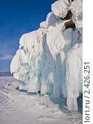 Зимний Байкал. Наплесковые льды на скалах. (2011 год). Редакционное фото, фотограф Виктория Катьянова / Фотобанк Лори