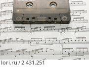 Аудиокассета на нотах. Стоковое фото, фотограф Чуев Максим / Фотобанк Лори