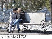Я обиделась. Парень утешает девушку (2011 год). Редакционное фото, фотограф Олег Циулин / Фотобанк Лори