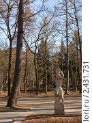 """Купить «Светлогорск. """"Несущая воду"""" (скульптор Г. Брахерт)», эксклюзивное фото № 2431731, снято 27 марта 2011 г. (c) Svet / Фотобанк Лори"""