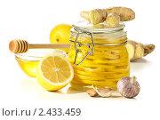 Купить «Альтернативная медицина: лимонные дольки в сахаре и свежие лимоны, чеснок, корень имбиря и мед на белом фоне», эксклюзивное фото № 2433459, снято 3 марта 2011 г. (c) Лисовская Наталья / Фотобанк Лори