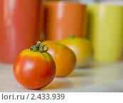 Купить «Овощи и посуда», фото № 2433939, снято 12 августа 2010 г. (c) Gabidullin Oleg / Фотобанк Лори