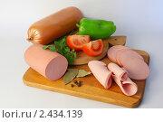 Купить «Колбаса вареная», фото № 2434139, снято 17 марта 2011 г. (c) Павлова Татьяна / Фотобанк Лори