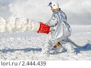 Купить «Тренировка пожарных. Заливка пеной очага возгорания», фото № 2444439, снято 1 апреля 2011 г. (c) Александр Тарасенков / Фотобанк Лори