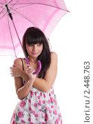 Купить «Девушка под зонтом», фото № 2448763, снято 3 августа 2019 г. (c) Гурьянов Андрей / Фотобанк Лори