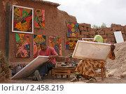 Купить «Марокко. Африканские художники за работой. Касба Аит Бенхадду.», фото № 2458219, снято 10 мая 2009 г. (c) Gagara / Фотобанк Лори