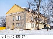 Купить «Надстроенное здание», фото № 2458871, снято 3 апреля 2011 г. (c) Сергей Лаврентьев / Фотобанк Лори