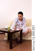 Купить «Врач выписывает рецепт», фото № 2458951, снято 29 марта 2011 г. (c) Дмитрий Черевко / Фотобанк Лори