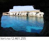 Вид из пещеры. Стоковое фото, фотограф Маркова Елена / Фотобанк Лори