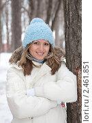 Купить «Молодая девушка в зимнем лесу», фото № 2461851, снято 7 марта 2010 г. (c) Михаил Валеев / Фотобанк Лори