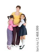 Купить «Мама с двумя дочерьми», фото № 2468999, снято 10 октября 2010 г. (c) Типляшина Евгения / Фотобанк Лори