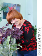 Купить «Женщина ухаживает за цветами на балконе», эксклюзивное фото № 2479179, снято 17 апреля 2011 г. (c) Анна Мартынова / Фотобанк Лори
