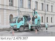 Мойка стены здания. Москва (2011 год). Редакционное фото, фотограф stargal / Фотобанк Лори