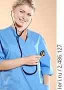 Медицинский работник с фонендоскопом в руках. Стоковое фото, фотограф ingret (Ира Бачинская) / Фотобанк Лори