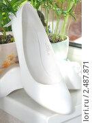 Белые свадебные туфли (2010 год). Редакционное фото, фотограф Заварзина Мария / Фотобанк Лори