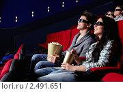 Купить «Зрители в кинотеатре в стереоочках», фото № 2491651, снято 1 марта 2011 г. (c) Raev Denis / Фотобанк Лори