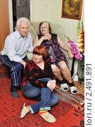 Купить «Семейный портрет в интерьере», эксклюзивное фото № 2491891, снято 17 апреля 2011 г. (c) Анна Мартынова / Фотобанк Лори