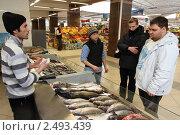 Купить «Москва, Черёмушкинский рынок», эксклюзивное фото № 2493439, снято 11 декабря 2010 г. (c) Дмитрий Неумоин / Фотобанк Лори