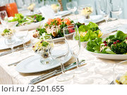 Купить «Сервированный стол в ресторане», фото № 2501655, снято 5 июля 2020 г. (c) Дмитрий Калиновский / Фотобанк Лори