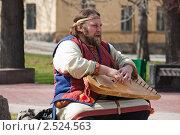 Купить «Гусляр в русском народном костюме исполняет песню», фото № 2524563, снято 2 мая 2011 г. (c) Igor Lijashkov / Фотобанк Лори
