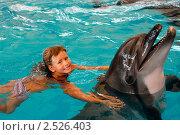 Девочка и дельфин. Стоковое фото, фотограф Татьяна Белова / Фотобанк Лори