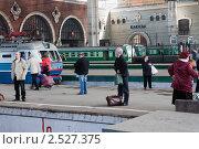 Пассажирский перрон,Казанский вокзал,г. Москва (2011 год). Редакционное фото, фотограф Сергей Хрушков / Фотобанк Лори