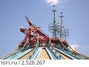 Купить «Крыша павильона», фото № 2528267, снято 4 мая 2011 г. (c) Parmenov Pavel / Фотобанк Лори