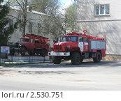 Купить «Пожарные машины», фото № 2530751, снято 10 мая 2011 г. (c) Виктор Юрасов / Фотобанк Лори