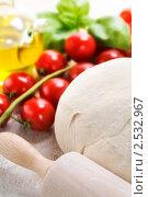 Купить «Ингредиенты для пиццы», фото № 2532967, снято 4 мая 2011 г. (c) Наталия Кленова / Фотобанк Лори