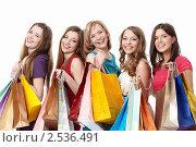 Купить «Пять девушек с покупками», фото № 2536491, снято 2 апреля 2011 г. (c) Raev Denis / Фотобанк Лори