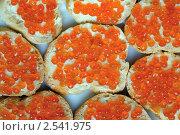 Бутерброды с красной икрой. Стоковое фото, фотограф Минаев С.Г. / Фотобанк Лори