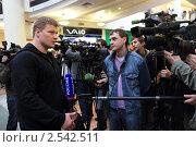 Купить «Александр Поветкин. Москва, Атриум.», эксклюзивное фото № 2542511, снято 17 мая 2011 г. (c) Дмитрий Неумоин / Фотобанк Лори