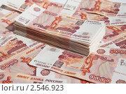 Купить «Пачка пятитысячных купюр на фоне денег», фото № 2546923, снято 11 мая 2011 г. (c) Lora / Фотобанк Лори
