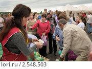 Купить «Продажа арбузов на фермерском рынке», фото № 2548503, снято 18 августа 2010 г. (c) Vladimir Kolobov / Фотобанк Лори