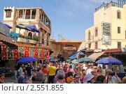 Купить «Многолюдная улочка в Фесе, Марокко», фото № 2551855, снято 10 августа 2008 г. (c) Владимир Горощенко / Фотобанк Лори