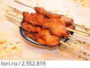 Купить «Шампуры с готовым шашлыком на тарелке», эксклюзивное фото № 2552819, снято 14 мая 2011 г. (c) Юрий Морозов / Фотобанк Лори