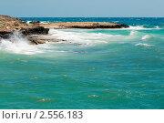 Купить «Волны в море вблизи скалистых берегов», фото № 2556183, снято 12 мая 2011 г. (c) Фадеева Марина / Фотобанк Лори