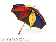 Купить «Разноцветный зонт на белом фоне», фото № 2572135, снято 25 декабря 2009 г. (c) Elnur / Фотобанк Лори