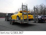 Гоночный автомобиль в прицепе. Редакционное фото, фотограф Александр Романов / Фотобанк Лори