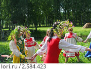 Купить «Праздник Троица в русской деревне, народные танцы, хоровод и гулянья», фото № 2584423, снято 7 июня 2009 г. (c) ElenArt / Фотобанк Лори