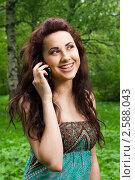 Девушка разговаривает по телефону. Стоковое фото, фотограф Анисимов Леонид / Фотобанк Лори