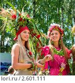 Купить «Девушки в костюмах из цветов на фестивале флористики « Цветень»», фото № 2601111, снято 4 июля 2010 г. (c) ElenArt / Фотобанк Лори