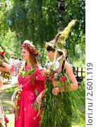 Купить «Девушки в костюмах из цветов на фестивале флористики « Цветень»», фото № 2601119, снято 4 июля 2010 г. (c) ElenArt / Фотобанк Лори