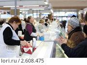 Купить «Торговые ряды с молочной продукцией», эксклюзивное фото № 2608475, снято 11 декабря 2010 г. (c) Дмитрий Неумоин / Фотобанк Лори