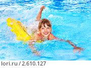 Купить «Девочка плавает на надувном круге», фото № 2610127, снято 19 января 2011 г. (c) Gennadiy Poznyakov / Фотобанк Лори