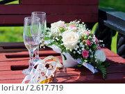 Букет невесты с бокалами шампанского. Стоковое фото, фотограф Сейбель Евгения / Фотобанк Лори