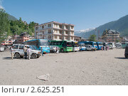 Туристическая автобусная станция. Северная Индия, город Манали (2011 год). Редакционное фото, фотограф Виктор Карасев / Фотобанк Лори