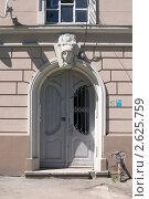 Купить «Подъезд немецкого дома в Калининграде», фото № 2625759, снято 28 июня 2011 г. (c) Сергей Куров / Фотобанк Лори