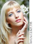 Купить «Красивая блондинка с цветами в волосах», фото № 2627735, снято 24 мая 2011 г. (c) Serg Zastavkin / Фотобанк Лори