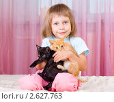 Купить «Девочка держит на руках котят», фото № 2627763, снято 29 июня 2011 г. (c) Типляшина Евгения / Фотобанк Лори